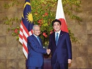 Japanese, Malaysian PMs hold talks