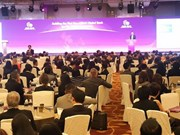 Vietnam attends ASEAN economic meetings in Singapore