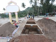 Ancient tombs and jewelries found on Ly Son Island