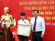 Quang Ngai fisherman praised for saving others at sea