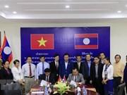 VNA presents equipment to Laos' KPL