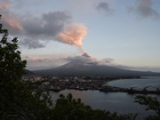Philippines: Mayon volcano spews ash