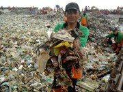Indonesia cleans up trash on Thousand Islands