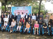 500 wheelchairs presented to the disabled in Quang Binh