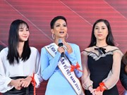 Vietnamese beauty contestant raises HIV awareness