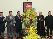 Hanoi leaders convey Christmas greetings to local Catholics