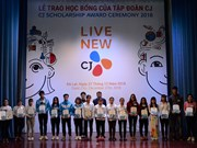 Korean group offers scholarships to students in Lam Dong