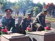 Cambodian armed forces delegation visits martyrs' cemetery in Gia Lai