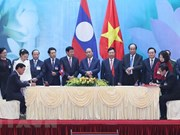 Inter-gov'l committee's meeting creates new momentum for Vietnam-Laos ties