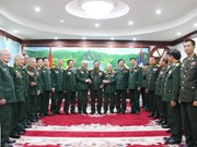 Lao Defence Minister receives former Vietnamese soldiers, experts