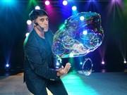 Bubble maestro Fan Yang is back to dazzle Hanoian audience