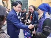 Hanoi mayor pays Tet visits to disadvantaged people