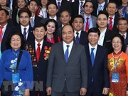 PM meets overseas Vietnamese joining Homeland Spring programme