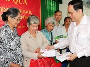 Fatherland Front leader delivers Tet gifts in Can Tho city