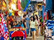 Famous bazaar in Thailand continues attracting visitors