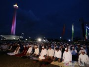 Indonesia: Thousands of Muslims pray for general election