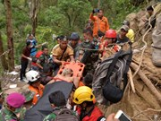 Indonesia estimates up to 100 still trapped in mine
