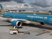 Vietcombank to sell Vietnam Airlines shares