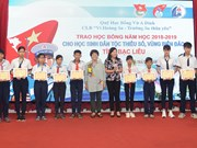 Scholarships presented to needy students in Bac Lieu