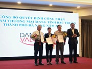 Da Nang grants value certificate to six local products