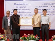 Party, State leader's gifts presented to Laos-Vietnam school