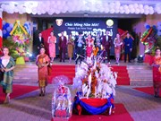 Lao students in Thua Thien-Hue celebrate Bunpimay festival