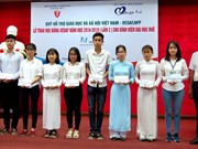 Thua Thien-Hue: 32 scholarships presented to disadvantaged students