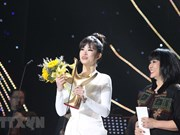 Dong Nhi wins Devotion Award for Singer of the Year