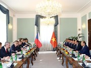 PM Phuc holds talks with Czech counterpart