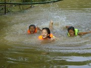 Int'l organisations help child drowning prevention in Dong Thap