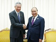 PM wishes to raise two-way trade with Singapore