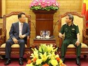 Vietnamese officer meets with RoK army officers