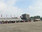 Over 10,000 people visit President Ho Chi Minh's Mausoleum