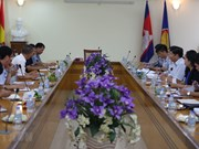 Government officials pay working visit to Cambodia