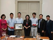 Vice President receives Vietnamese intellectuals in Switzerland