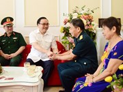 Hanoi presents gift packages to social policy beneficiaries