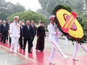 Leaders pay tribute to martyrs, President Ho Chi Minh