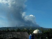 Indonesia: volcano erupts near Bandung city