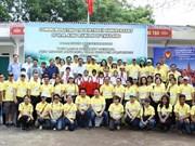 Thai embassy presents gifts to Thai Nguyen's schoolchildren
