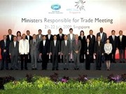 APEC ministers discuss global crisis, free trade