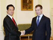 Vietnamese, Russian leadership vow closer ties