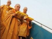 Lord Buddha's sari welcomed at Noi Bai Airport