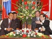 Ranking state officials welcome Lao delegation