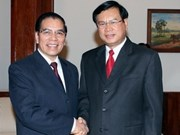 Party Chief meets top Lao leaders