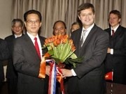 Netherlands presents new tulip to Hanoi