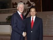 Former US President pledges more help to VN