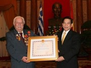 Greek citizen receives Vietnamese honour