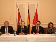 Vietnam meets with Russia, UK, Switzerland