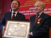 Russians receive VN's Orders of Labour, Friendship
