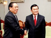 Senior Vietnamese Party officials visit Laos